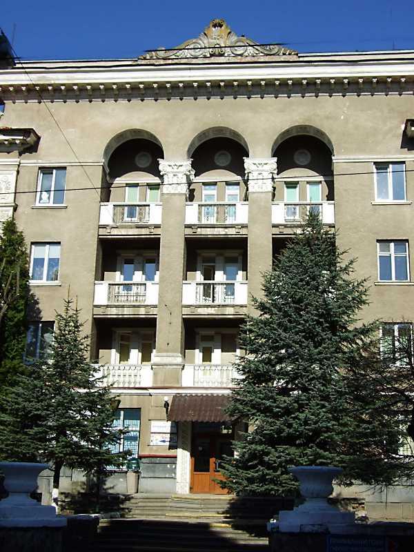 2013 р. Центральна частина головного фасаду
