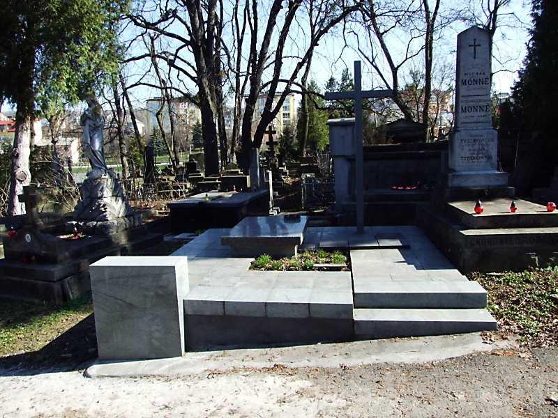 Могила О. Новаківського (1872 – 1935)