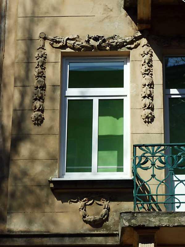 2013 р. Сецесійне вікно 2-го поверху (1)