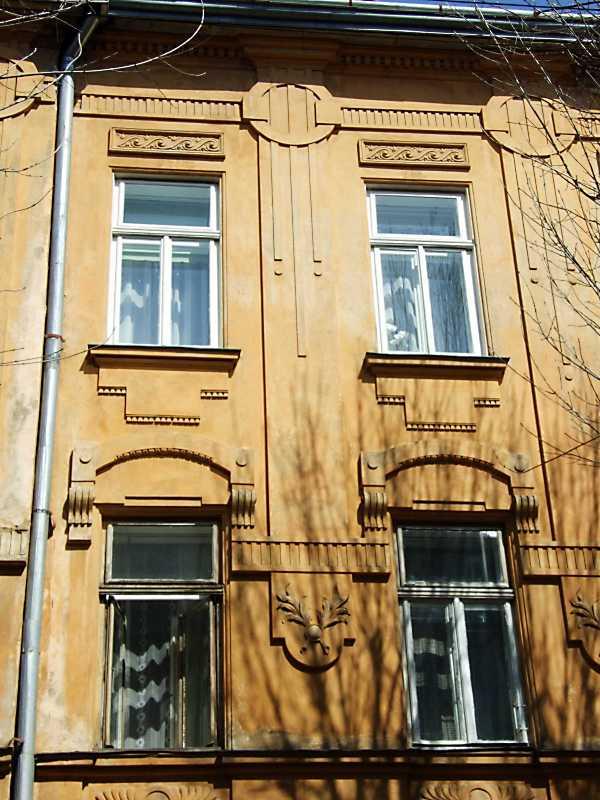 Сецесійні вікна 2-3-го поверхів