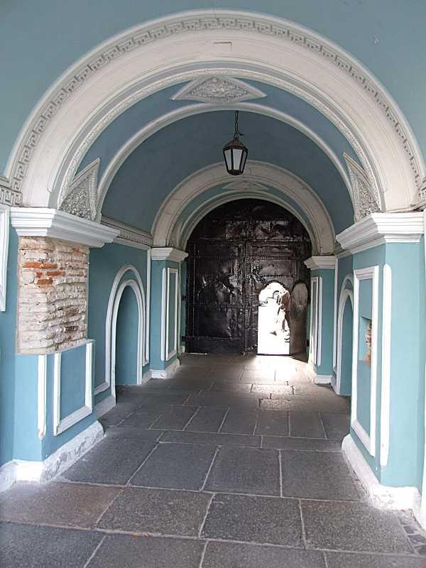 Прохід. Вигляд зі сходу