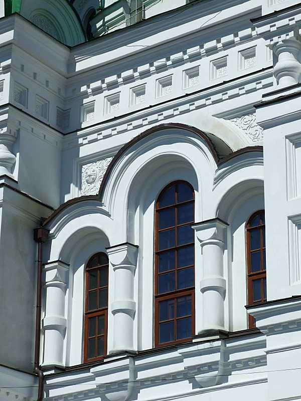 Потрійне вікно південного фасаду
