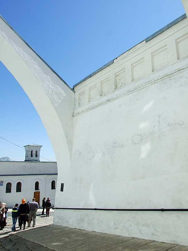 Східна частина північного боку підпірної стіни