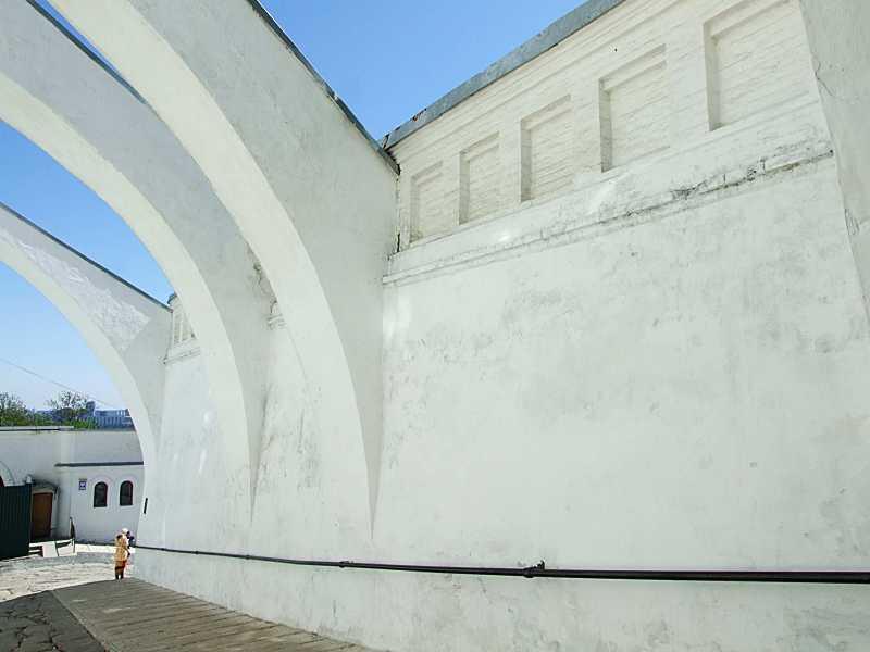 Підпірна стіна Верхньої лаври