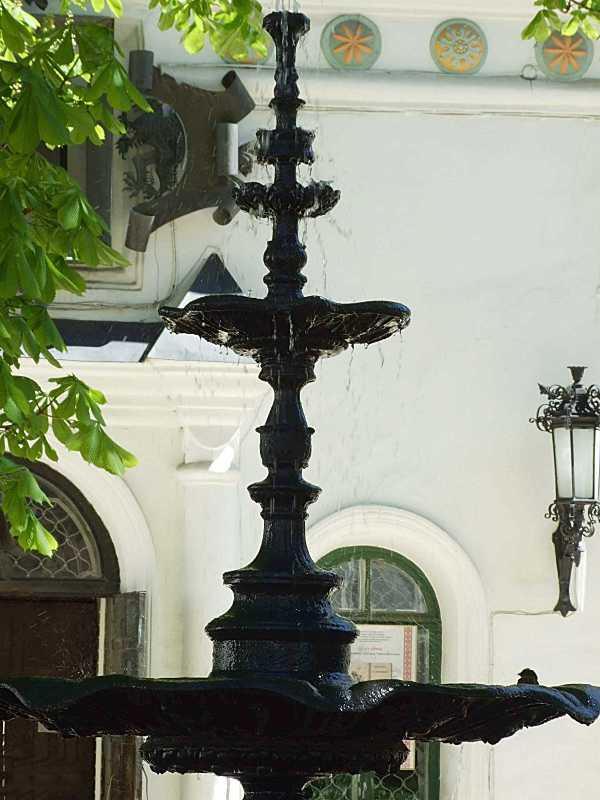 2015 р. Стебло фонтана