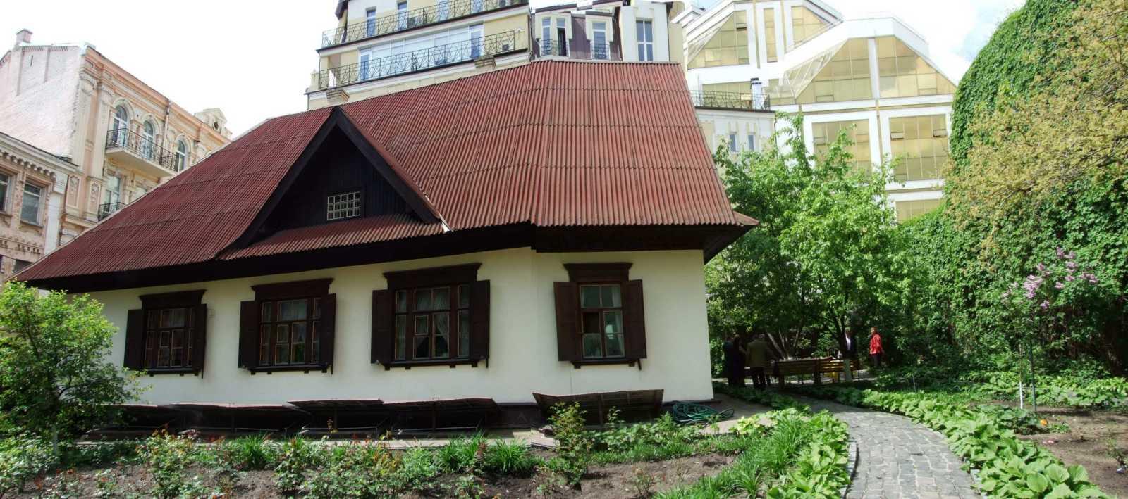 2015 р. Панорама будинку зі сходу