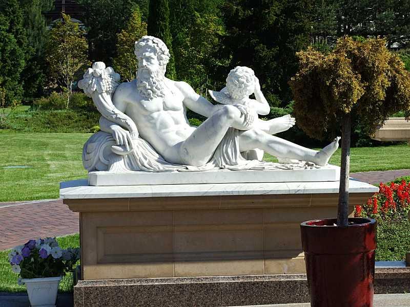 Скульптура невідомого науці античного…