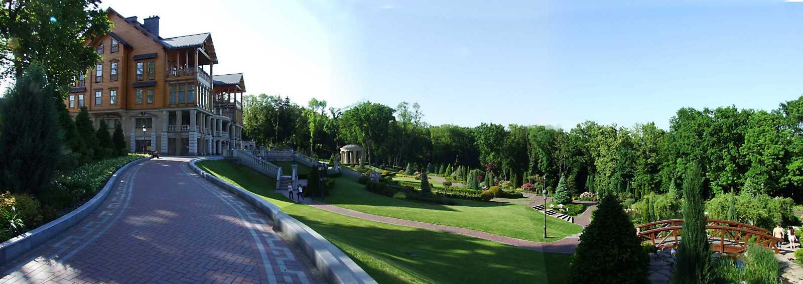 Панорама палацу (5) і партеру (24)