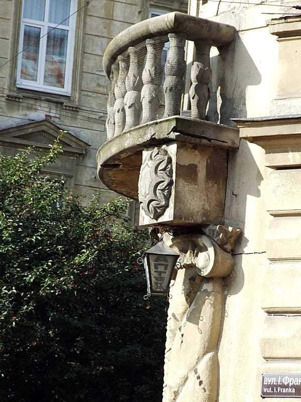 Наріжний балкон
