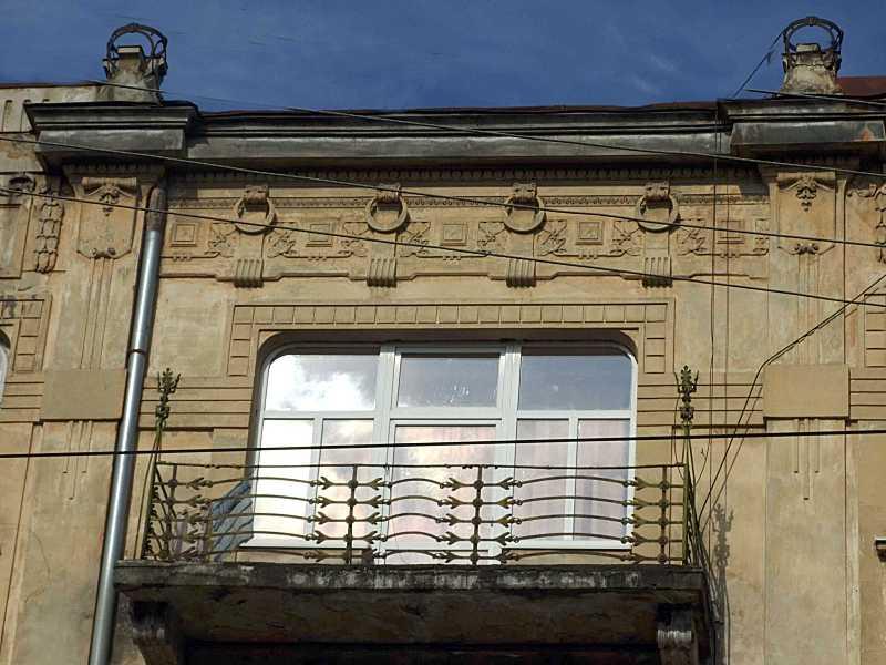 Сецесійний балкон 4-го поверху