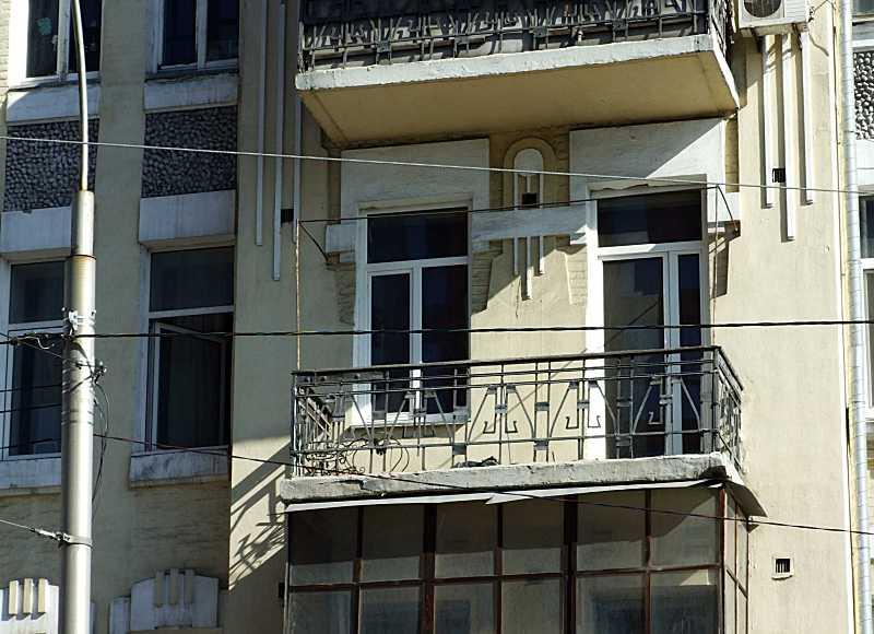 2020 р. Сецесйний балкон 3-го поверху