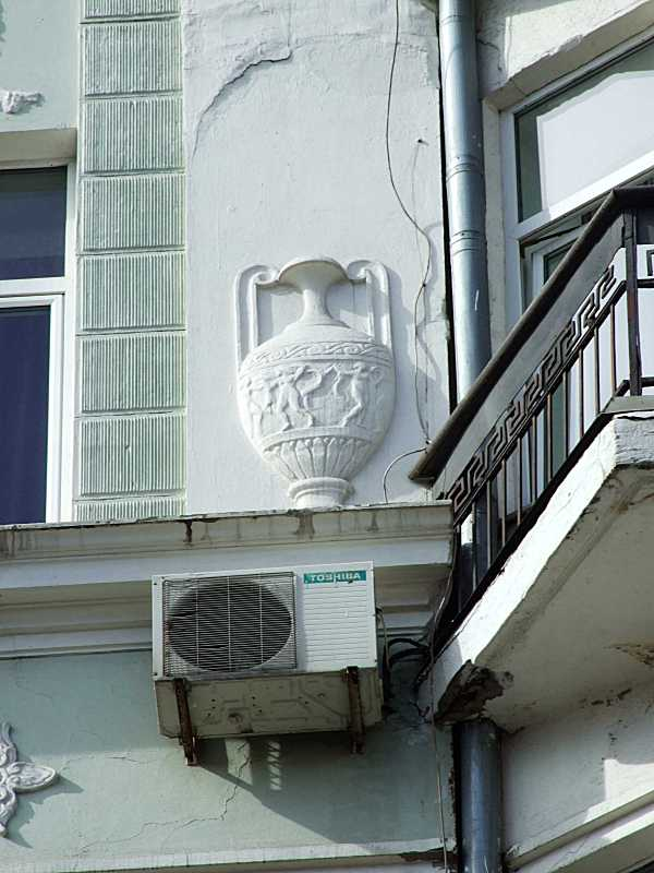 Рельєфна ваза 6-го поверху