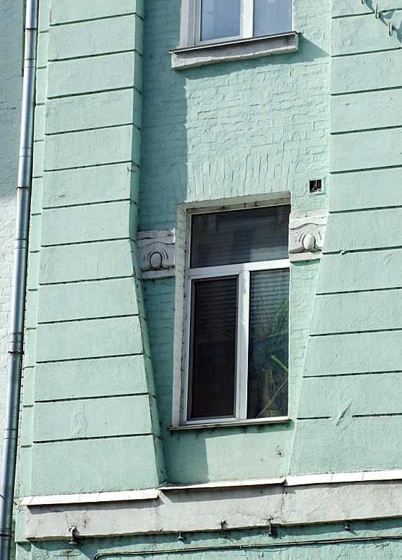 Сецесійне вікно 3-го поверху