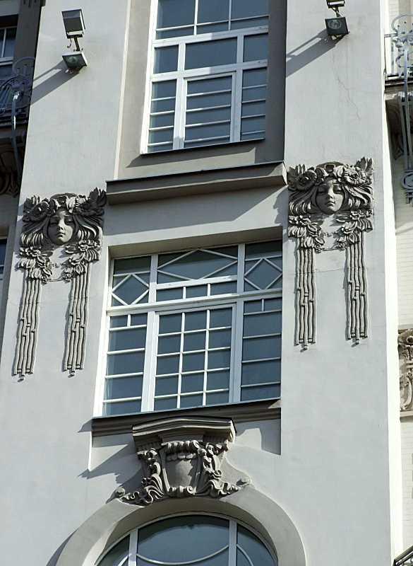 Вікно 6-го поверху сходової клітки