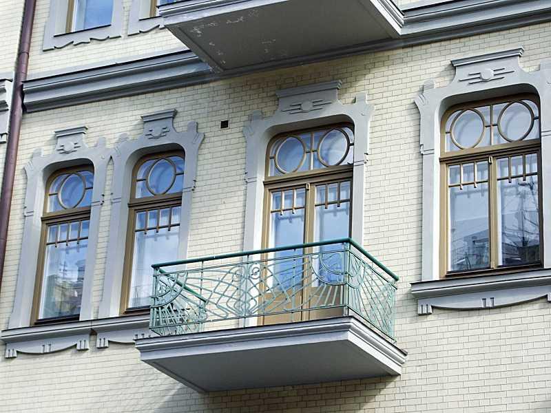 Сецесійні вікна і балкон 3-го поверху