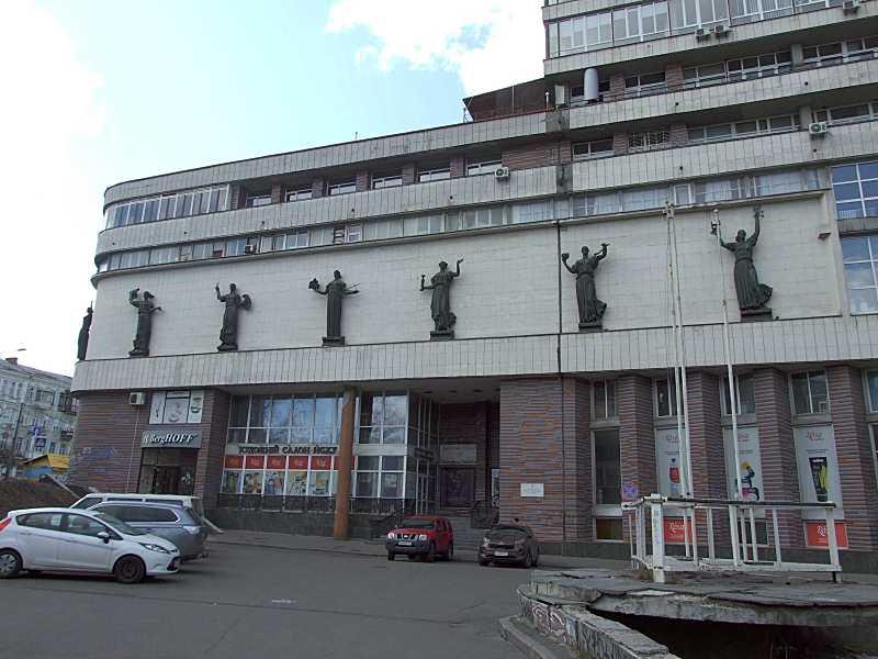 2020 р. Ліва частина головного фасаду
