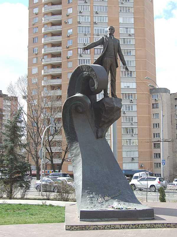 Пам'ятник Мусліму Магомаєву