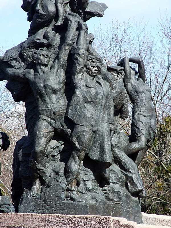 Центральна частина скульптурної групи