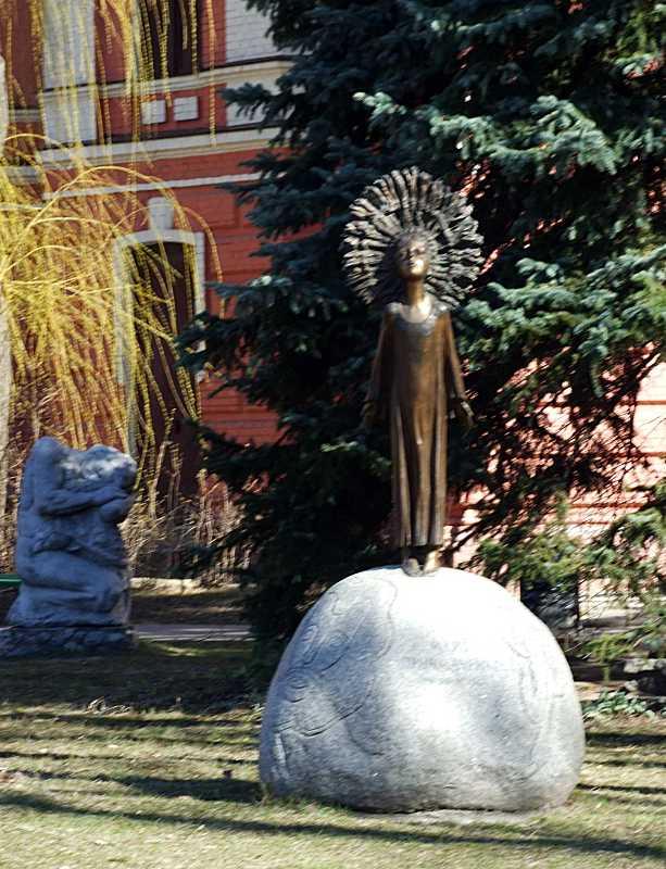 Пам'ятник М. Приймаченко
