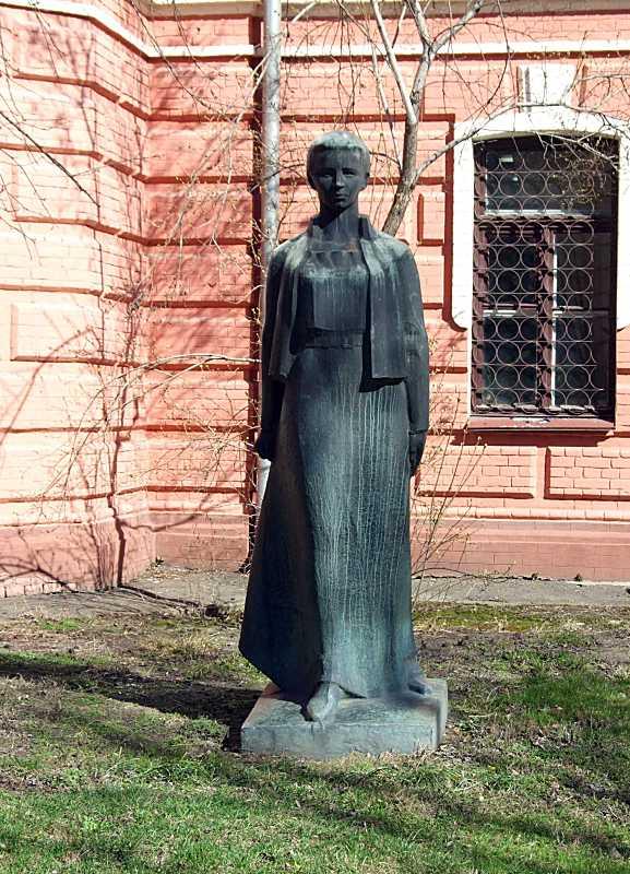 Пам'ятник Лесі Українці У Києві…