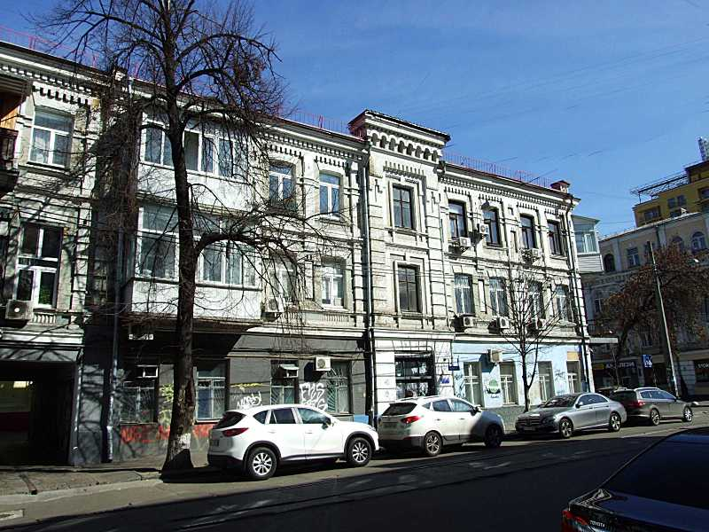 2020 р. Права частина фасаду по вул.…