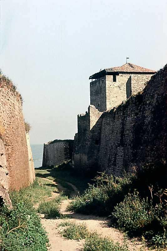 1986 р. Західний фронт з баштами 15, 14. Вигляд з півдня