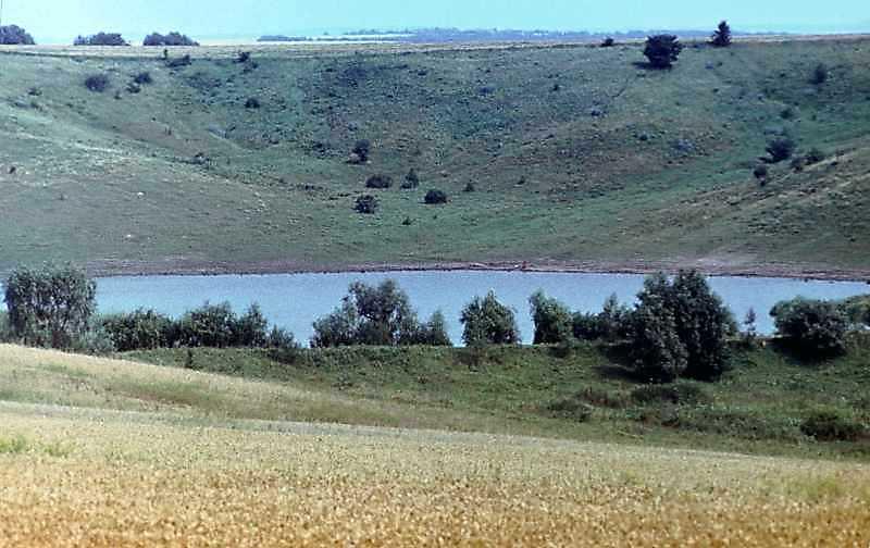 1985 р. Краєвид зі ставком по дорозі від Тулинець до Канева