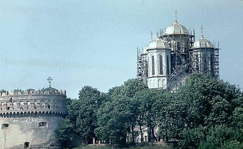 1985 р. Нова вежа і церква. Вигляд з…